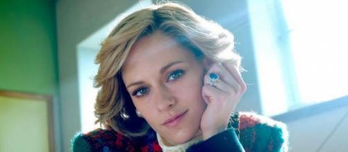 Nueva imagen de Kristen Stewart caracterizando a la Princesa Diana en la película Spencer (Foto Instagram @neonrated)