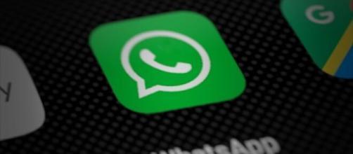 WhatsApp: messaggio-truffa che promette regali da Amazon.