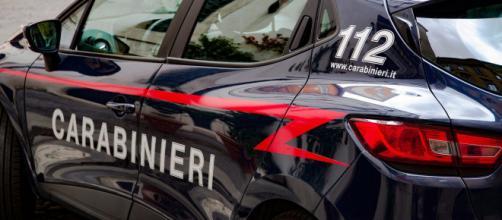 Bologna, uomo trovato senza vita in casa, moglie ferita: possibile lite degenerata.