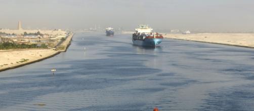 O Canal de Suez, localizado no Egito, e rota de transporte de produtos para Europa e Ásia (Arquivo Blasting News)