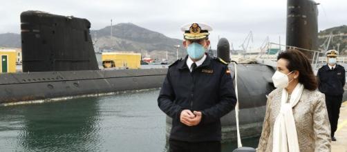 La ministra Robles visitó la Base de Submarinos para anunciar la próxima botadura del S-81 'Isaac Peral'. (Foto: Ministerio de Defensa)