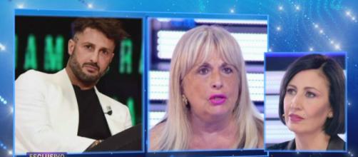 Live, l'appello della mamma di Fabrizio Corona: 'C'è la possibilità che mio figlio muoia'.
