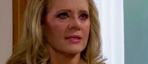 Victoria é chantageada em 'Amores Verdadeiros' (Reprodução/Televisa)