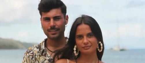 Hugo y Lara han compartido una imagen muy similar en sus respectivas redes sociales (Telecinco)