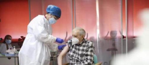 Las vacunas reducen los casos de contagios por coronavirus en las residencias de mayores. (Foto: D.Sinova/Comunidad de Madrid)