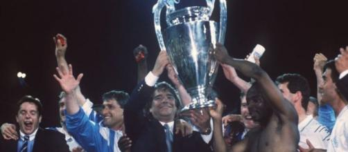 Bernard Tapie remporte la Ligue des champions en 1993 - Photo Twitter