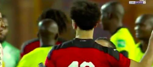 Mohamed Salah tente d'éviter les fans - Photo capture d'écran vidéo BeinSport