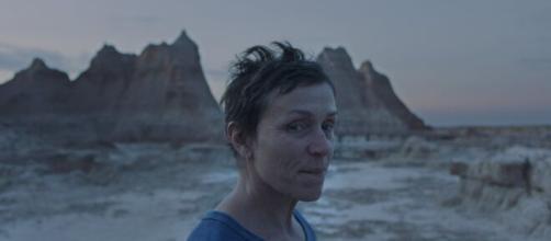 Nomadland: la straordinaria Frances McDormand in una scena dell'ultimo film di Chloe Zhao, dal 30 Aprile su Disney+