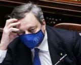 Mario Draghi pensa a nuove restrizioni contro le varianti del coronavirus.
