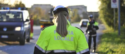 Firenze, il braccio della gru si sgancia da un camion: colpito alle spalle, muore un runner