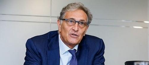 Guido Rasi preoccupato dalla diffusione delle varianti del coronavirus.