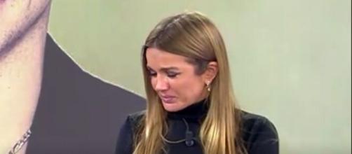 Marta López no contiene el llanto en el plató de 'Sálvame'. (Foto: Captura 'Sálvame')