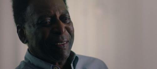 Pelé, il re del calcio fa gol anche su Netflix.