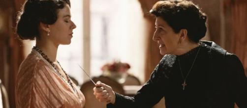 Una Vita, spoiler al 12 marzo: Genoveva vuole cacciare Ursula da casa, lei la minaccia con un coltello