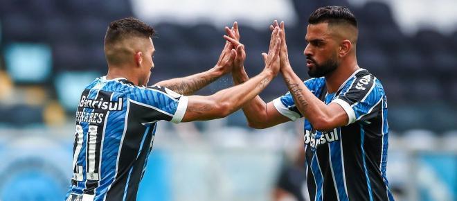 Grêmio vê Pinares brilhar e Renato rasga elogios: 'é um jogador de seleção'