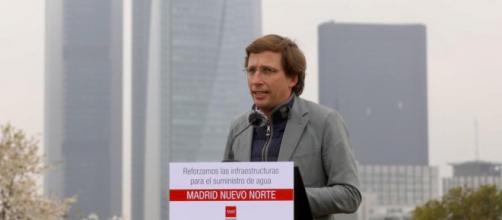 El alcalde de Madrid ha asegurado que desde el Gobierno del PSOE y Podemos hay una campaña contra la monarquía (Twitter @AlmeidaPP_)