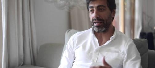 El escritor Juan del Val, marido de Núria Roca (pinterest.es)