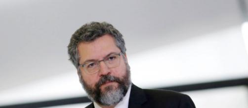 Ernesto Araújo lidera comitiva à Israel para negociar a vinda para o Brasil de spray nasal contra a covid-19. (Agência Brasil)