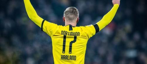 Il Borussia Dortmund starebbe valutando la cessione di Haaland per 150 milioni.