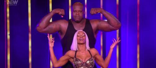 Shaquille O'Neal e Jade Cargill pronti per il match con Cody Rhodes e Red Velvet.