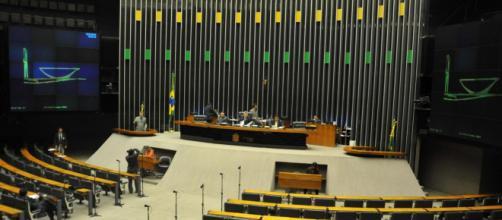 Celeridade da PEC Emergencial mobiliza Câmara para pagar auxílio ainda em março. (Arquivo Blasting News)