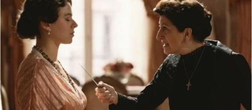 Una vita, trame al 12 marzo: Ursula cacciata di casa minaccia Genoveva con un coltello.
