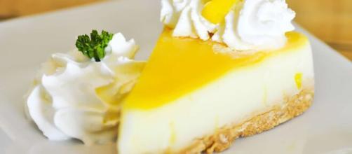 Cheesecake al limone, un dolce cremoso e irresistibile.