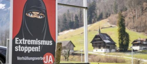 El niqab es una prenda que tienen que usar las mujeres en los países islámicos (Twitter @diariohoynet)