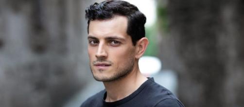 In foto Emanuel Caserio, l'attore di Salvatore ne Il Paradiso delle Signore.