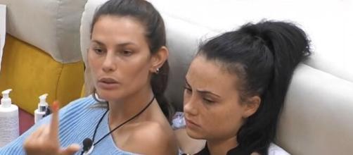 Rosalinda Cannavò, dopo una videochiamata con Mello, sbotta: 'Non ne posso più'.