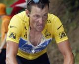 Ciclismo, l'ex capo dell'agenzia antidoping francese accusa Lance Armstrong di aver usato un motore nella bici durante il Tour de France.