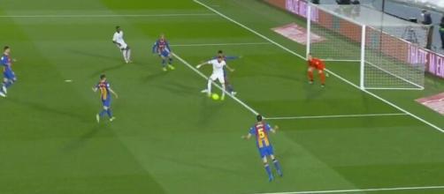 Benzema auteur d'un but fabuleux face au Barça. (capture beIN Sports).