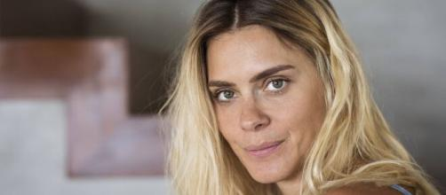 Carolina Dieckmann é vacinada contra a Covid-19 (Arquivo Blasting News)