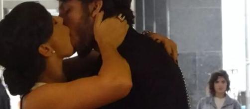 Eliane flagra beijo entre Marta e Alfredo em 'Império'. (Reprodução/TV Globo)
