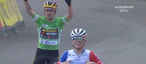 L'arrivo di Primoz Roglic e David Gaudu al Giro dei Paesi Baschi