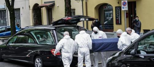 A Rivarolo Canavese, un pensionato di 83 anni ha ucciso la moglie, il figlio e i due propietari di casa per poi tentare il suicidio.