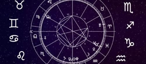 L'oroscopo di giovedì 15 aprile: Cancro rassicurante, gioia e vivacità per il Toro.