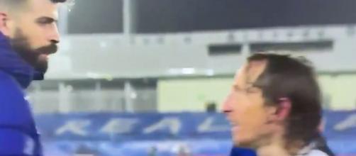 Modric et Piqué au coeur d'un vif échange en fin de match après Barça vs Real. (capture d'écran)