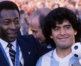 Pelé e Maradona in una foto scattata alla fine degli anni '80.