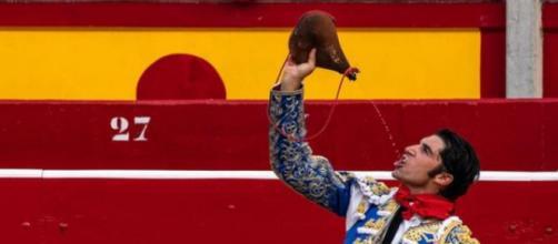 El torero podrá manejar aviones como hobby más no con fines comerciales. (Fuente: Instagram @cayetanorivera)