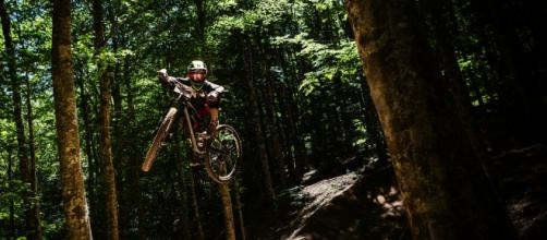 Luca Masserini in azione sui trail (Foto per gentile concessione di Gravity School).