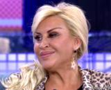 Raquel Mosquera habría recibido llamadas nocturnas para intimidarla tras fallecer el padre de Rocío Carrasco (Twitter @Telecincoes)