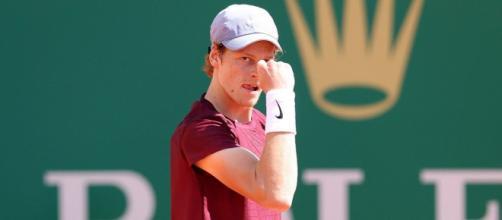 Jannik Sinner ha superato il primo turno al Masters di Montecarlo.