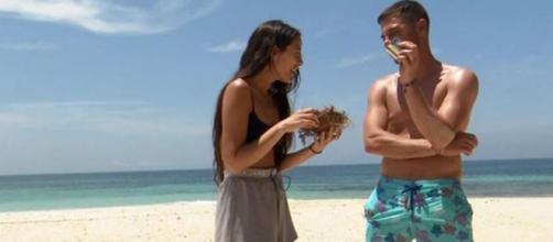 Melyssa y Tom intentaron hacer fuego juntos y no lo lograron, pero demostraron buen clima entre ellos. (Foto: Telecinco)