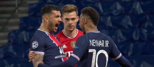 Neymar et Paredes se sont payés Kimmich à la fin du match. (Twitter RMC Sport).