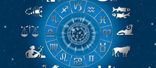 Previsioni oroscopo della giornata di domenica 18 aprile.