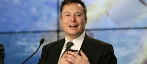 Elon Musk, primo chip nel cervello umano entro l'anno.
