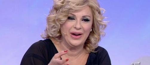 Tina Cipollari assente a Uomini e donne ed è polemica.