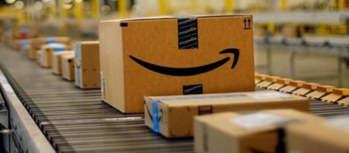 Amazon ricerca magazzinieri per i centri logistici.