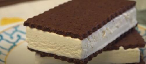 Ice cream sandwich (Image source: MyFavouriteFoods/ChristineCushing/YouTube)